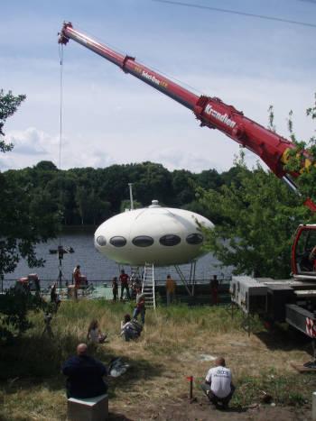 LEX Autokran hebt UFO