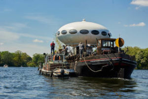 UFO auf dem Wasser